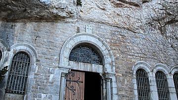 L'entrée de la grotte de la Sainte-Baume
