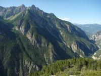 Vue sur la réserve biologique d'Assan depuis le versant opposé.