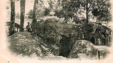 La caverne des Brigands est un exemple des légendes mises en scène par Denecourt