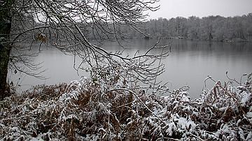 Le lac sous la neige
