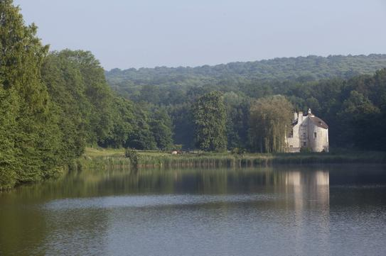 Vue du Château de la chasse depuis l'étang