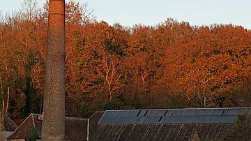 Cette cheminée témoigne de l'activité des anciennes forges
