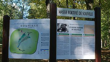 Le massif fortifié de Souville est présenté en français, allemand et anglais
