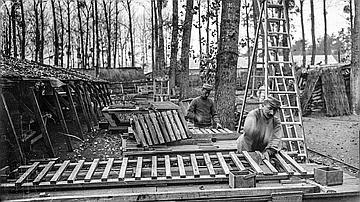 La guerre génère toute sorte de demandes en matière de bois (fabrication de caillebottis, Jonchery-sur-Vesles, Marne, novembre 1917)