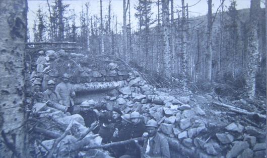 Photo de soldats dans une tranchée