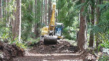 Construction d'une piste forestière (canton Duvernay - Commune de la Plaine des Palmistes)