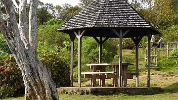Un kiosque parmi les centaines proposées pour le pique-nique dominical (ici en forêt de Notre Dame de la Paix)