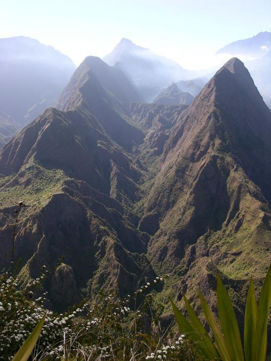 La réserve du Bras des Merles est située dans le prestigieux cirque de Mafate