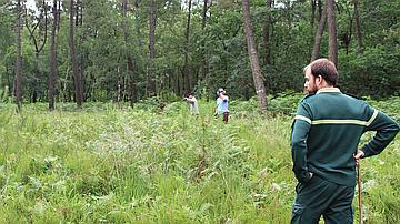 Depuis 4 ans, chaque année, Manuel Huet, Technicien Forestier Territorial encadre des personnes en réinsertion professionnelle, en partenariat avec Escale-Emploi et la Commune de Durtal.
