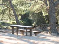 Les tables de pique-nique sont spécifiquement adaptées aux fauteuils roulants