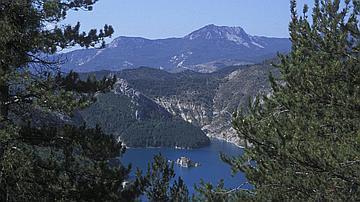 Le lac de Castillon, dans les Alpes de Haute-Provence