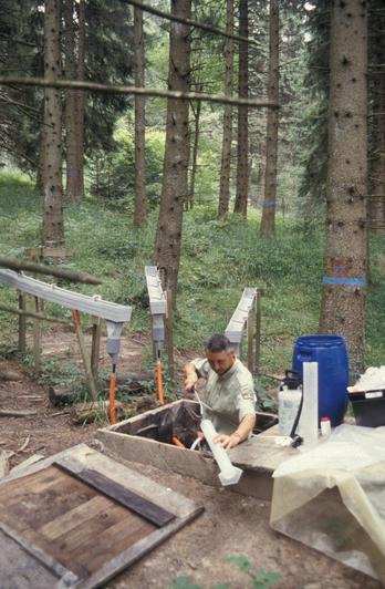 Toutes les semaines le responsable de chaques sites doit prélever les échantillons d'eau nécessaires aux analyses et nettoyer les appareils de collecte